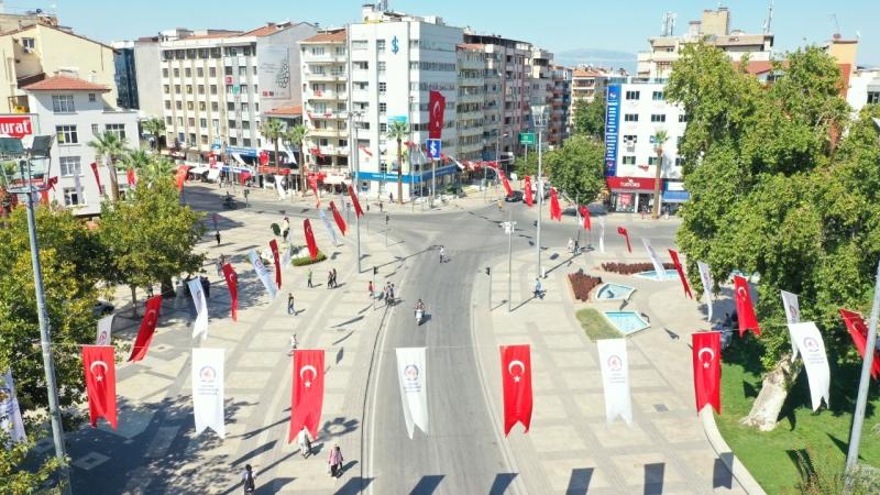 Büyükşehir, Denizli'yi bayraklar ile donattı