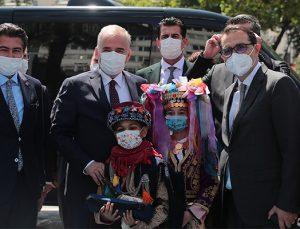 Bakan Dönmez'den Başkan Zolan'a övgü!