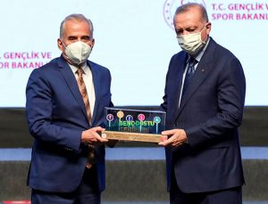 Cumhurbaşkanı Erdoğan'dan Başkan Zolan'a ödül!