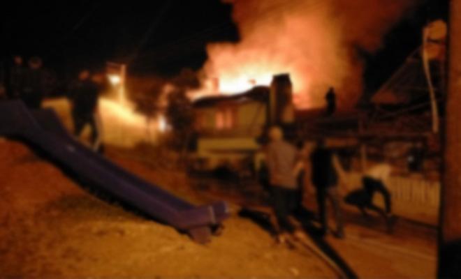 Denizli'de apartmanda yangın çıktı! Yaşlı kadını itfaiye erleri kurtardı!