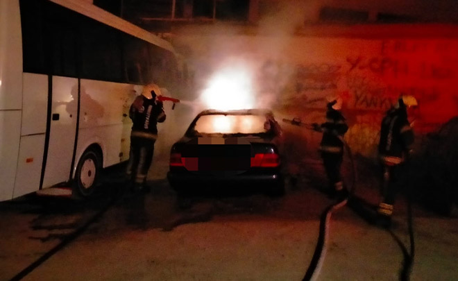 Madde bağımlısı olan genç 2 aracı ateşe verdi!