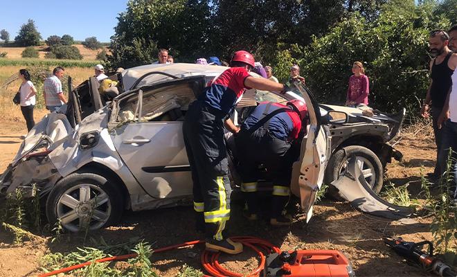 Direksiyon hakimiyetini kaybetti! Takla atan araçta bulunan 2 kişi yaralandı!
