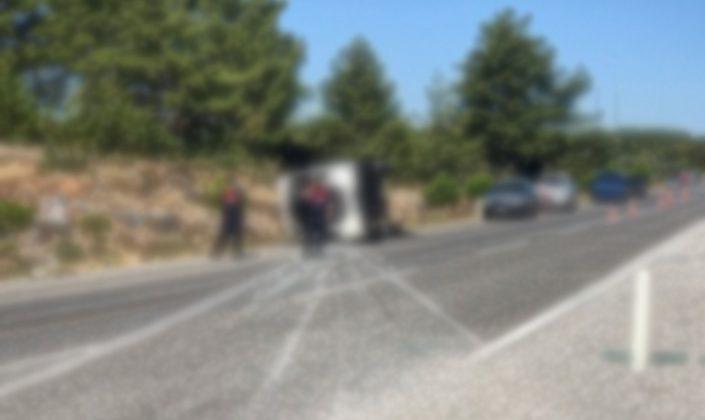 Tur otobüsü ile öğrenci servisi çarpıştı! 1 ölü 49 yaralı!